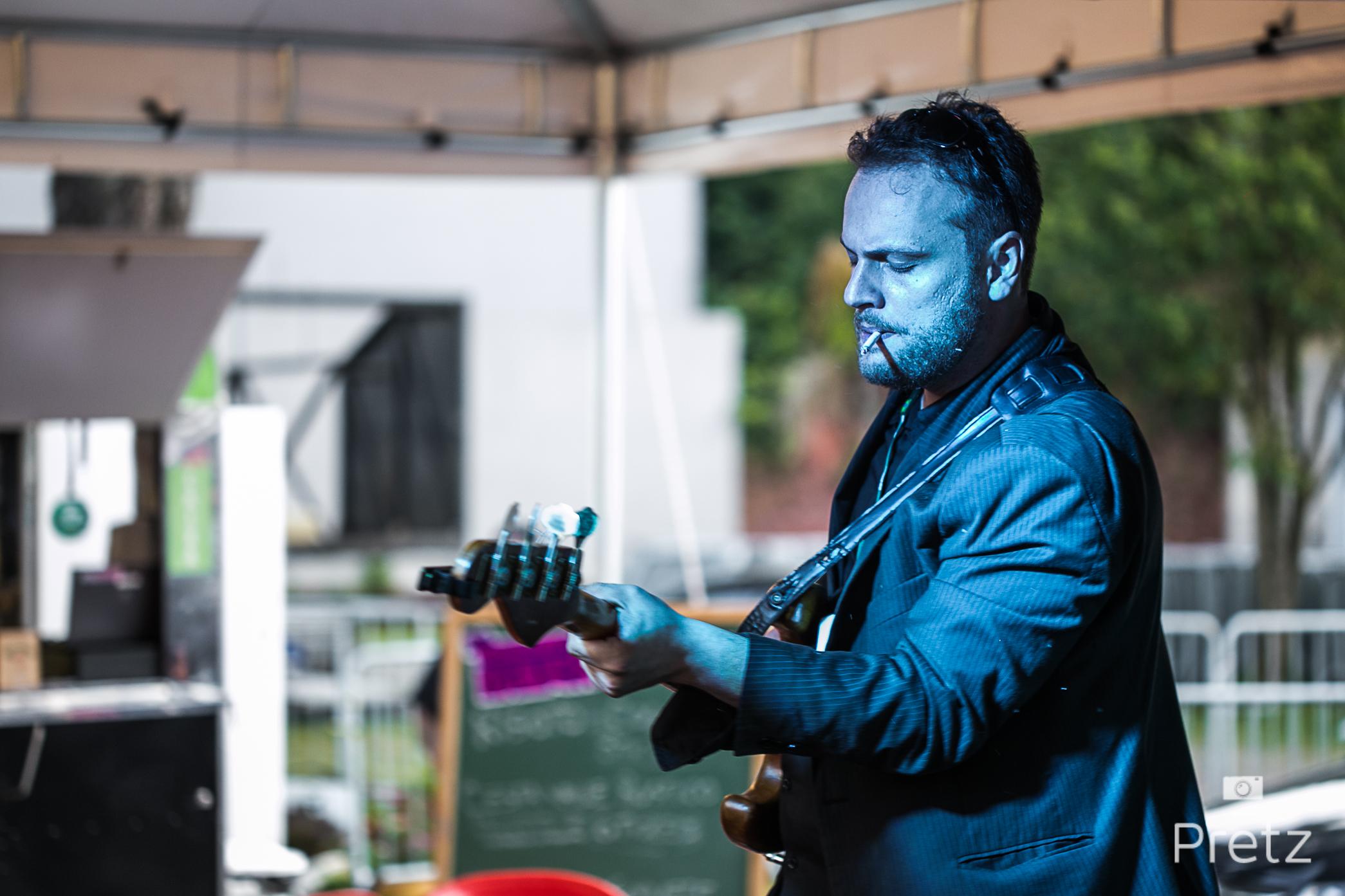 Foto de Paulo Pretz do baixista Sergio Selbach