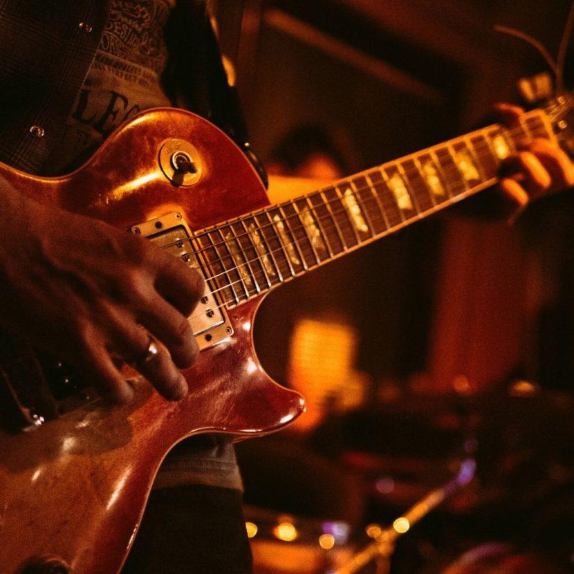 Close de guitarra modelo Les Paul